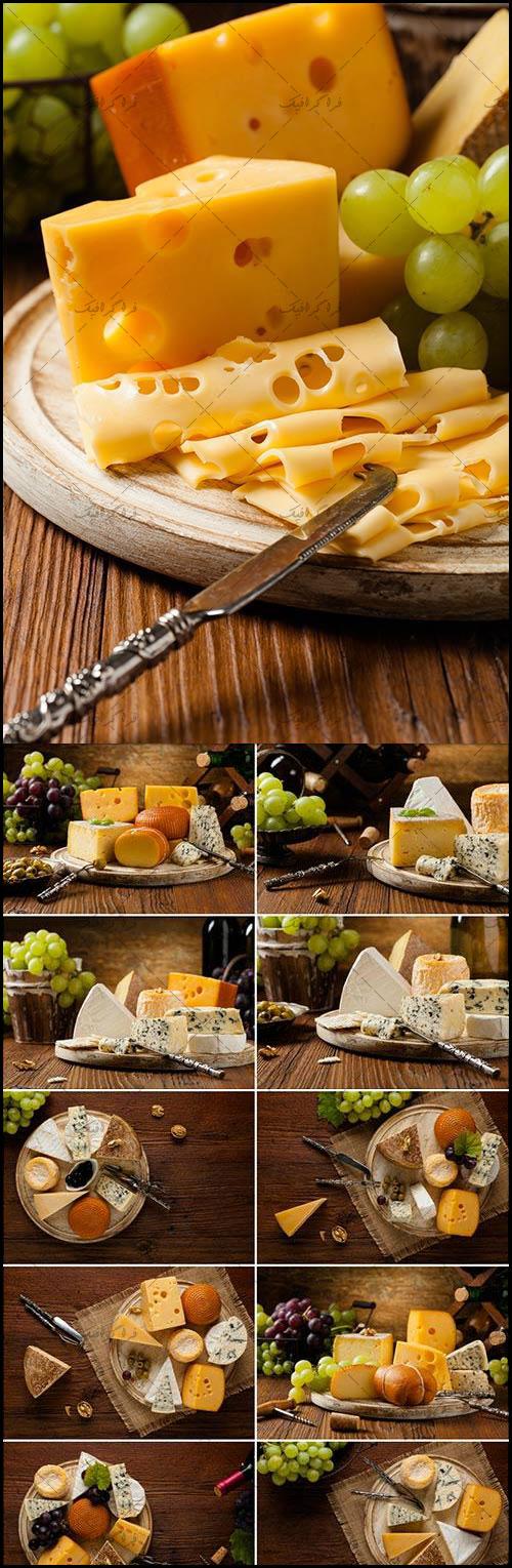 دانلود تصاویر استوک پنیر روی تخته چوبی