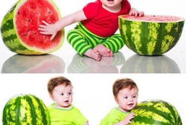 دانلود تصاویر استوک کودک با هندوانه