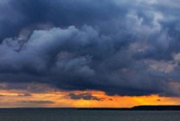 دانلود والپیپر ابر های تیره