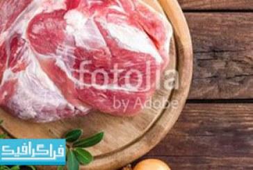 دانلود تصویر استوک گوشت خام روی زمینه چوبی – رایگان